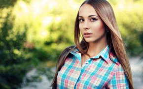 Картинка зелень, взгляд, фон, модель, портрет, макияж, прическа, рубашка, шатенка, красотка, боке, Даша, Evgeniy Bulatov, Евгений …