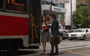 Картинка девушка, город, встреча, трамвай, парень