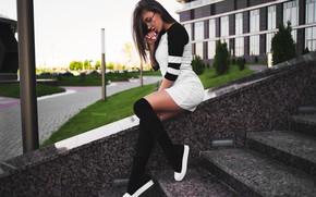 Картинка поза, Девушка, фигура, платье, очки, ножки, гольфы, сидит, Дарья Кудёлко, Илья Завадский