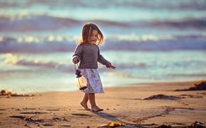 Картинка песок, море, девочка, фонарь
