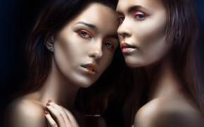 Обои взгляд, рука, портрет, макияж, лица, две девушки, плечи, маникюр, тёмный фон, Alexander Drobkov-Light, Мария Ларина, ...