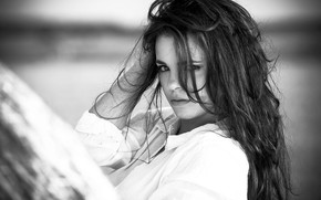 Картинка black & white, girl, photo, photographer, monochrome, model, lips, brunette, b&w, shirt, portrait, mouth, wavy …