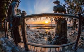 Картинка зима, море, солнце, деревья, пейзаж, город, сосульки, набережная, Крым, скульптуры, наледь, Ялта