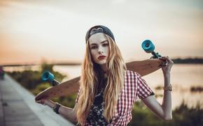 Картинка girl, Model, long hair, photo, bokeh, lips, face, cap, blonde, skateboard, shirt, portrait, mouth, red …