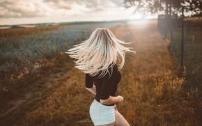 Картинка девушка, закат, поза, фото, волосы, кофта, Jiri Tulach