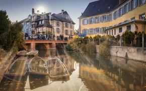 Картинка осень, солнце, лучи, город, Франция, дома, лодки, канал, Кольмар