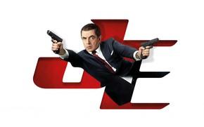 Картинка взгляд, поза, оружие, Rowan Atkinson, Роуэн Аткинсон, Johnny English Strikes Again, Агент Джонни Инглиш 3.0, ...