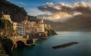 Картинка утро, Maciej Bartnicki, горы, Италия, дома, побережье, город, море, скалы, облака