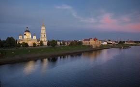 Картинка пейзаж, город, река, здания, дома, вечер, Волга, Рыбинск, Спасо-Преображенский собор