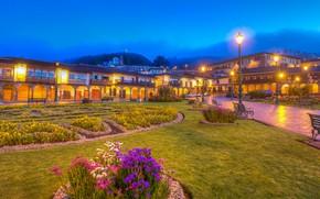 Картинка лес, пейзаж, цветы, горы, огни, туман, газон, HDR, дома, вечер, фонари, тротуар, скамейки, клумбы, Перу, …