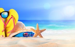 Картинка песок, море, берег, шляпа, очки, сумка