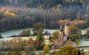 Картинка дорога, осень, лес, деревья, замок, ели, домик, архитектура, вид с высоты