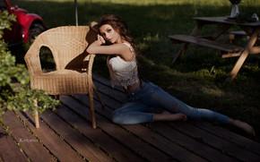 Картинка girl, long hair, photo, photographer, barefoot, model, jeans, brunette, belly, sitting, tummy, hips, portrait, feet, …
