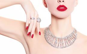 Картинка девушка, модель, рука, кольца, губы, колье, Elena Rossi