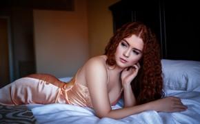Обои девушка, поза, кровать, постель, рыжая, кудри, рыжеволосая, Allie Summers