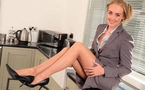 Картинка взгляд, девушка, поза, юбка, туфли, ножки, пиджак, Lucy Anne Brooks