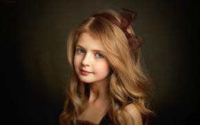 Обои взгляд, волосы, портрет, девочка, голубые глаза, бантик