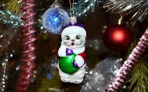 Картинка кошка, шарики, украшения, ветки, праздник, игрушка, блеск, ель, киска, мордочка, Новый год, ёлка, мишура, хвоя, …