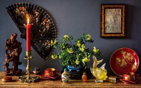 Картинка цветы, стиль, свеча, рыбка, картина, веер, чашки, натюрморт, подсвечник, блюдо, статуэтки