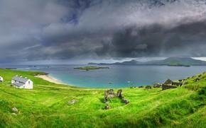 Картинка море, небо, трава, вода, природа, побережье, дома, Ирландия