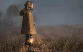 Картинка девочка, туман, поле, лампа