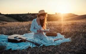 Картинка девушка, лучи, закат, природа, поза, гитара, книга, Nicola Davide Furnari