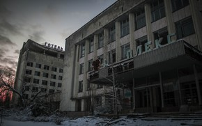 Картинка зима, небо, облака, снег, деревья, закат, здания, Чернобыль, Припять, архитектура