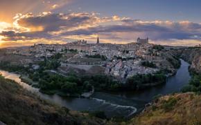 Картинка небо, солнце, облака, пейзаж, закат, город, река, скалы, дома, каньон, Испания, Толедо