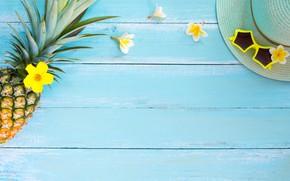 Картинка шляпа, очки, summer, фрукты, ананас, happy, каникулы, fresh, wood, flowers, fruit, pineapple, vacation, плюмерия, tropical, ...