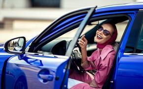 Картинка авто, девушка, смех, Lexus, дверь, очки, плащ, Татьяна Гуз
