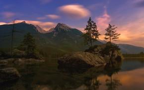 Картинка отражение, горы, островок, скалы, лес, небо, камни, Альпы, берег, валуны, ели, вечер, дымка, вода, Бавария, …