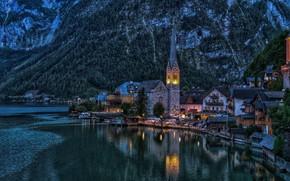 Картинка пейзаж, горы, озеро, башня, дома, вечер, Австрия, освещение, городок, Hallstatt, Гальштат