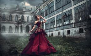 Картинка тучи, женщина, здание, платье, Queen