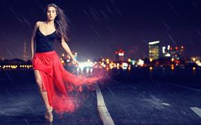 Картинка дорога, взгляд, девушка, ночь, город, поза, дождь, юбка, брюнетка, пуанты, Lasse Behnke