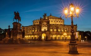 Картинка ночь, город, огни, здание, Германия, Дрезден, площадь, фонари, памятник, всадник, архитектура, скульптупа