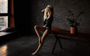 Картинка цветок, грудь, поза, модель, Девушка, фигура, блондинка, ножки, сидит, Наталья Шталинберг, Кристина Касимова