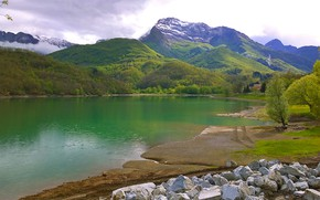 Картинка лес, облака, снег, деревья, горы, озеро, камни, побережье, лодка, Италия, lago di Gramolazzo