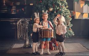 Картинка дети, праздник, новый год, труба, инструменты, ёлка, маски, барабан, костюмы, зайчики, детский сад, Марианна Смолина