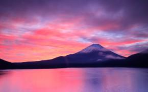 Картинка небо, облака, пейзаж, закат, горы, холмы, берег, гора, вечер, вулкан, Япония, Фудзи, водоем, Фудзияма, сиреневое, ...