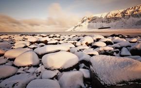Картинка зима, снег, горы, камни, берег, Норвегия, водоем