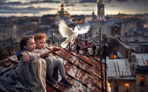 Картинка город, птица, мальчик, девочка