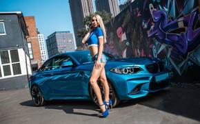 Картинка взгляд, позирует над машиной, авто, Девушки, BMW, красивая блондинка