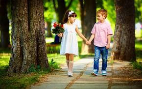 Картинка взгляд, дети, парк, букет, мальчик, платье, девочка, за руки, гуляют