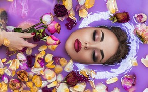 Картинка вода, девушка, цветы, лицо, розы, макияж, лепестки, закрытые глаза, Софья Ознобихина