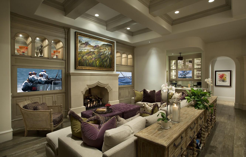 Фото обои стол, комната, диван, интерьер, кресло, подушки, телевизор, картины, камин, гостиная