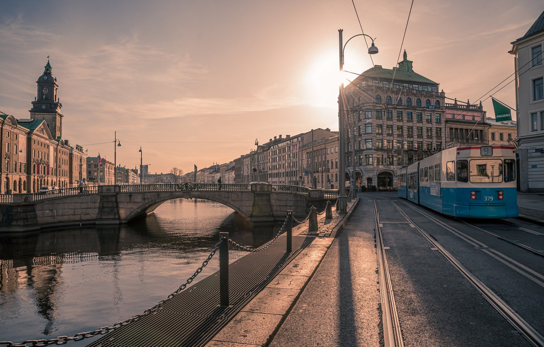 Фото обои утро, трамвай, Швеция, набережная, Гётеборг