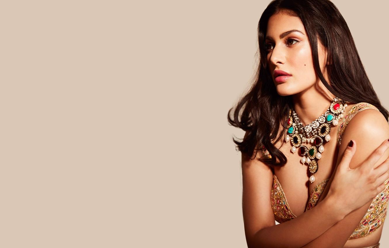 Фото обои girl, hot, sexy, fashion, beautiful, model, pose, indian, actress, celebrity, bollywood, makeup, traditional, Jewelery, Amyra …