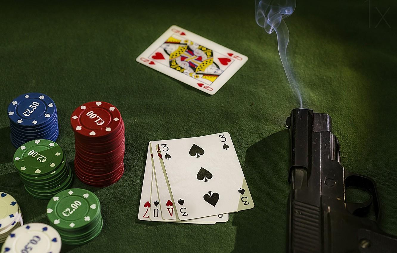 Фото обои карты, пистолет, фишки, gun, chips, cards, Patxi Pérez, stickman, крупье