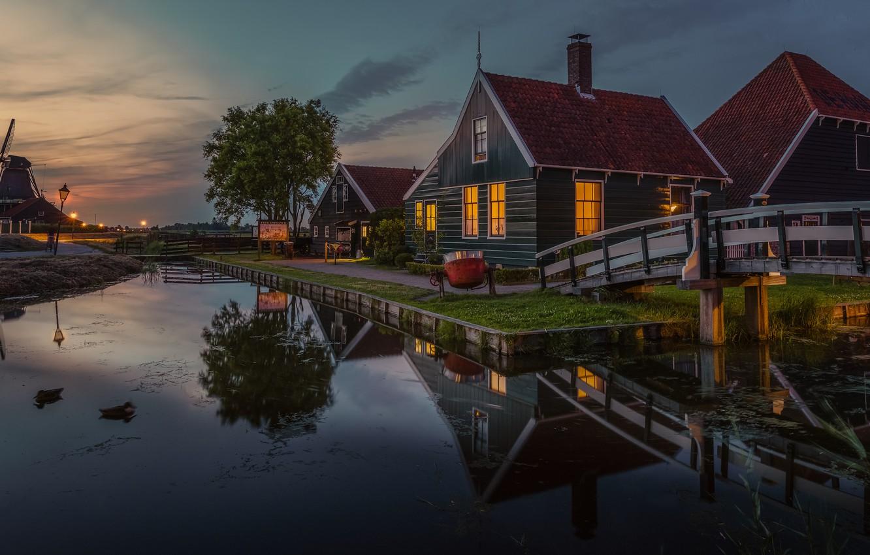 Фото обои вода, пейзаж, отражение, село, дома, вечер, освещение, мельница, музей, Нидерланды, мостики, Zaanse Schans, Зансе-Сханс