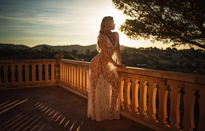 Фото обои girl, cleavage, long hair, dress, breast, photo, sunset, photographer, tree, model, bokeh, lips, blonde, chest, …